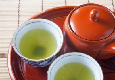 茶渋をしおで磨く